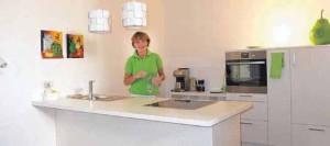 Ernährungsberatung in der praxiseigenen Küche gehören auch zum Angebot von Dr. Jana Lill.